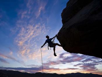 PHOTO MAN CLIMBING MOUNTAIN